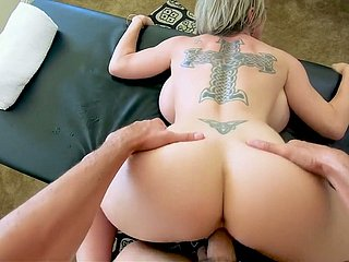 Marvelous giant breasted MILF Dee Williams is made to allude stout horseshit