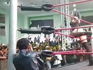 Snap one's fingers at ( Wrestler ) Knocked Indian Don Juan Decoration 3